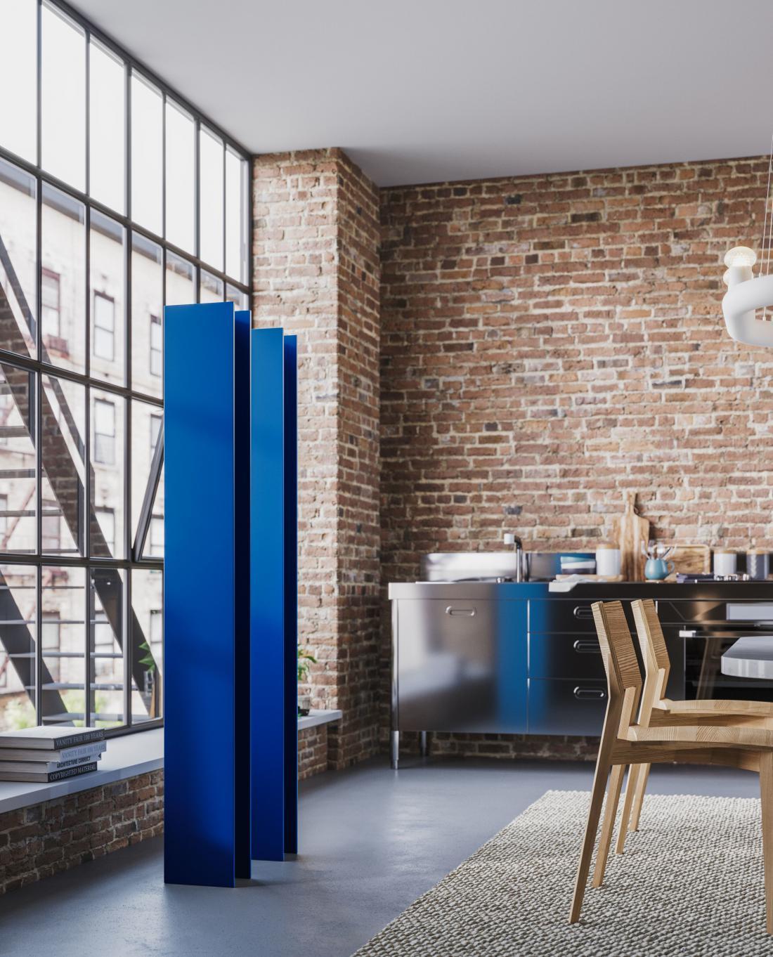 Podjetje Antrax je takoj po razglasitvi barve leta 2020 sporočilo, da je T tower (oblikovanje Matteo Thun) mogoče naročiti tudi v klasično modri. FOTO: Antrax