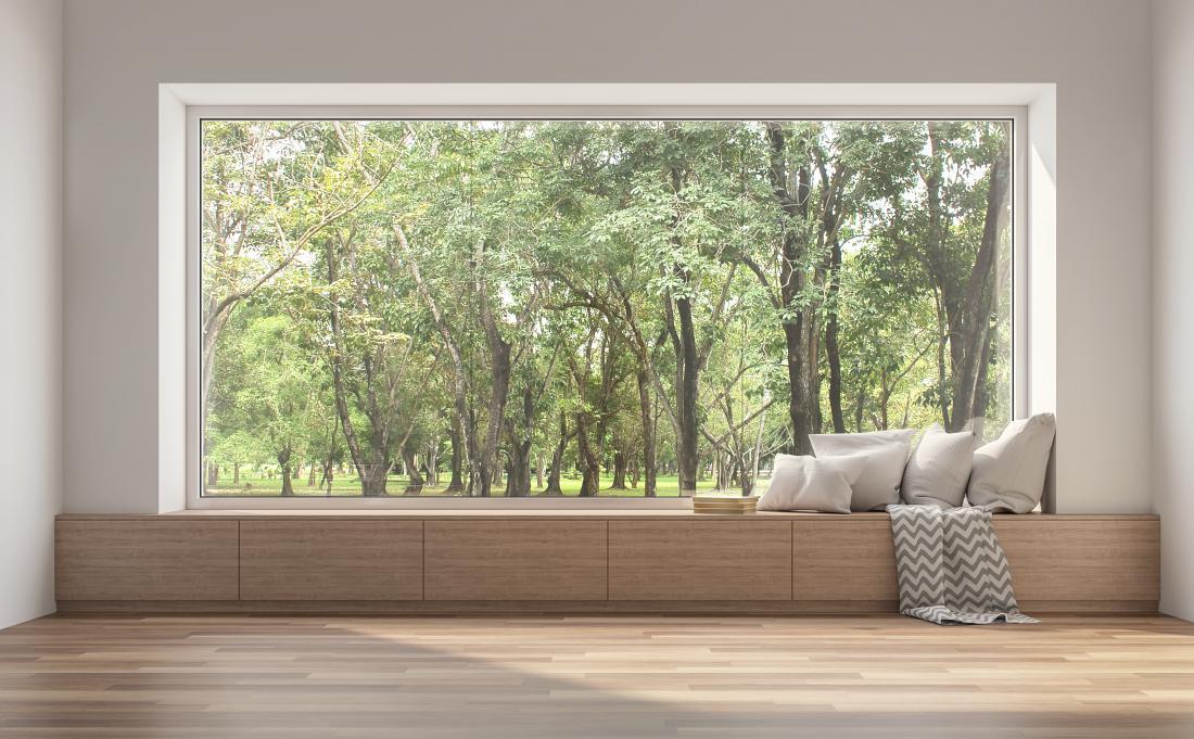 Vloga oken ni samo dovajanje dovolj naravne svetlobe, omogočajo nam tudi vizualni stik z okolico in naravo.