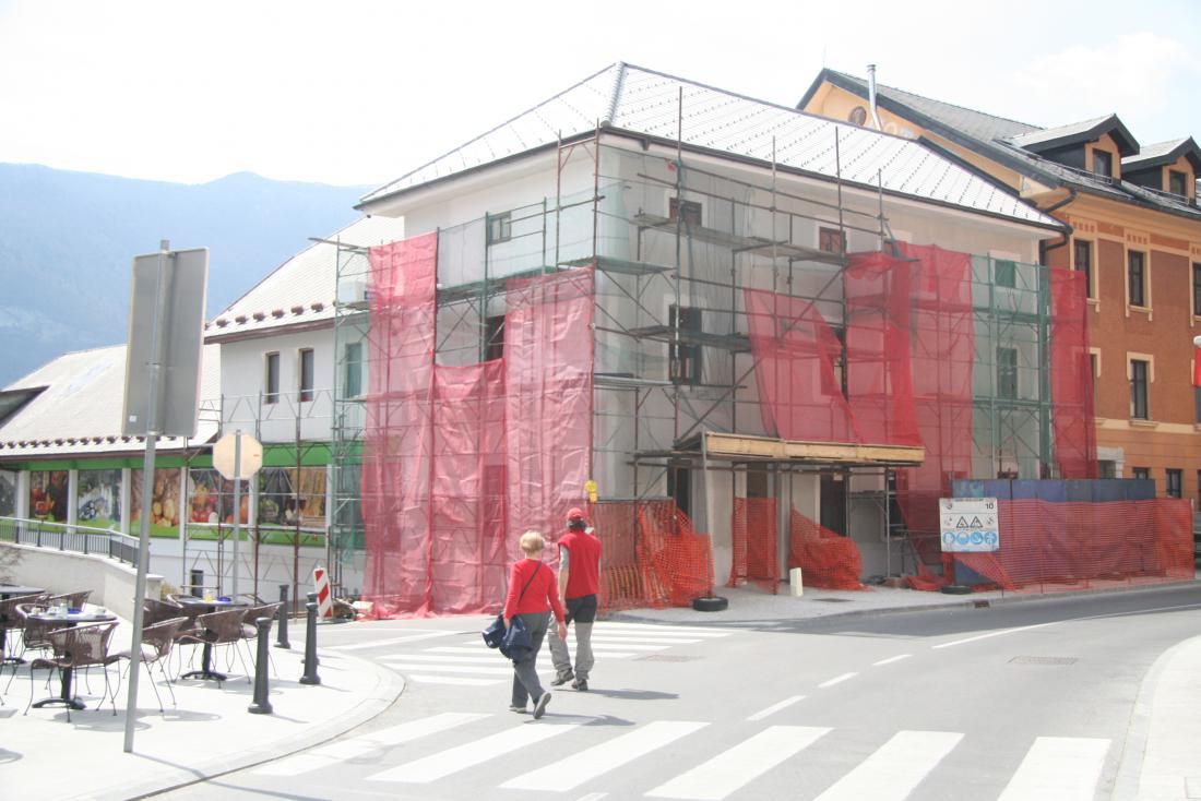 Pomembno je, da je nepremičnina za primer potresa zavarovana na novo vrednost in da se zavarovalna vsota približa stvarni. FOTO: Blaž Močnik