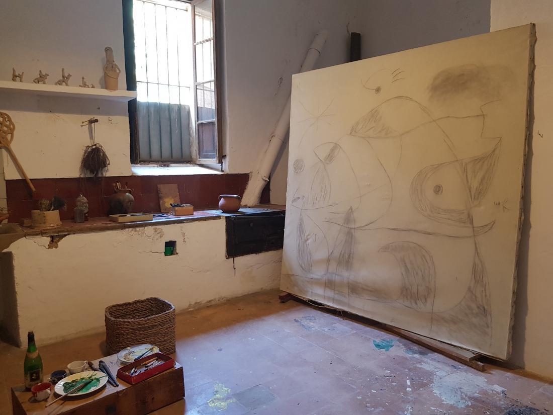 V hiši Son Boter so stvari pustili takšne, kot so bile ob smrti Mirója, med drugim so ohranili tudi nedokončano platno.