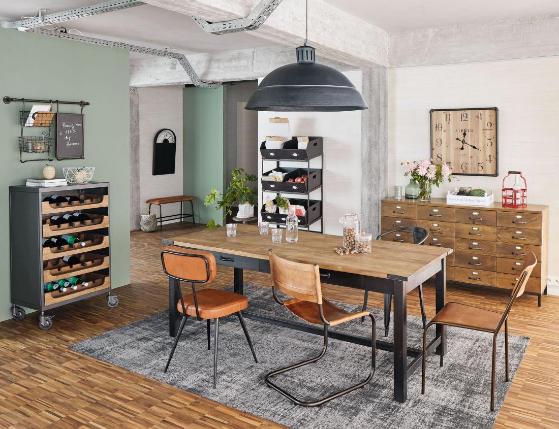 Jedilnica je danes skupaj s kuhinjo in dnevno sobo del odprtega bivalnega prostora. FOTO: Maisons du Monde