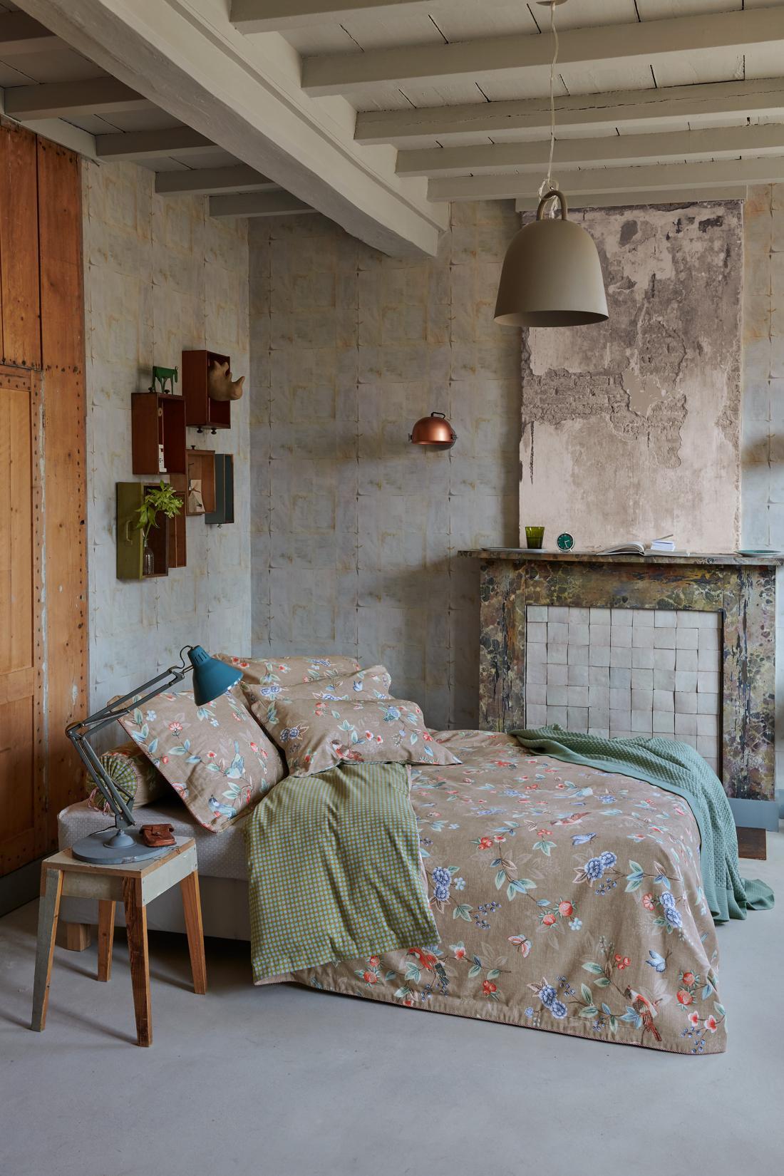 K boljšemu spanju naj bi pripomoglo tudi okolje, v katerem spimo. K temu sodijo tudi umirjene barve opreme. FOTO: arhiv PiP studio
