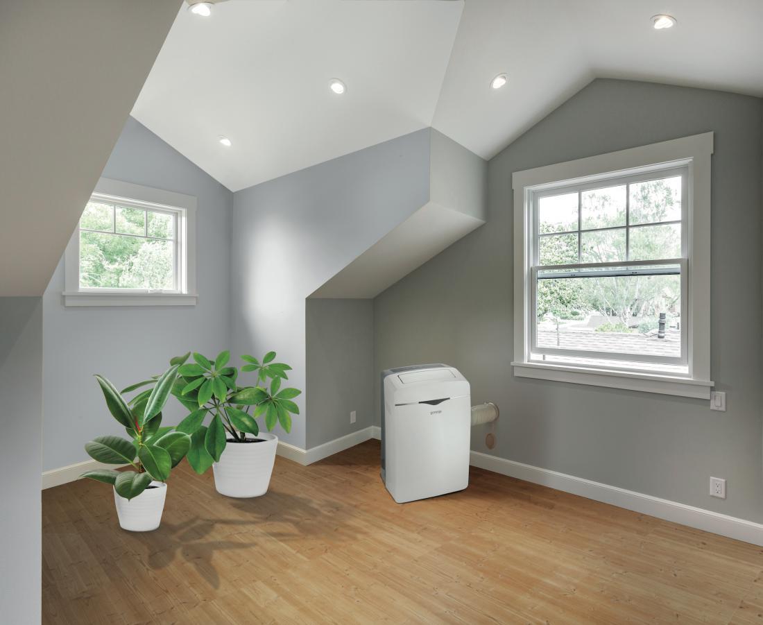 Prenosna klimatska naprava je lahko rešitev za stanovanja oziroma objekte, kjer namestitev split izvedbe ni mogoča. Je tudi dobra izbira za najemniška stanovanja. FOTO: Gorenje
