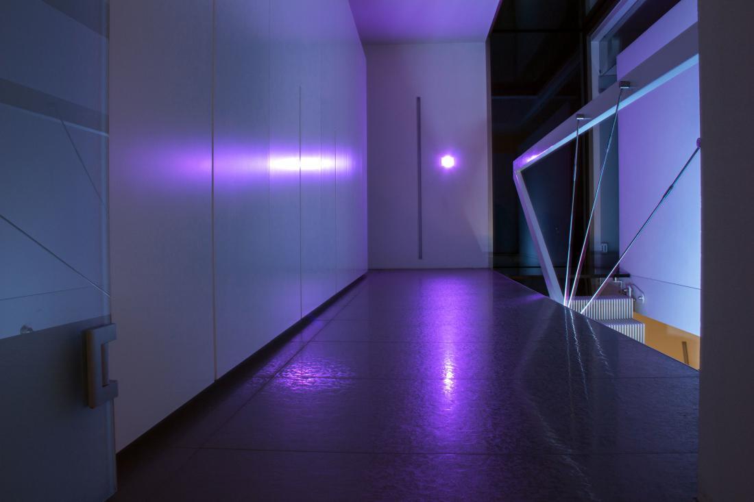 Ambientalna lučka v stikalih je dobra rešitev za temne hodnike ali prostore, v katerih ni naravne svetlobe.