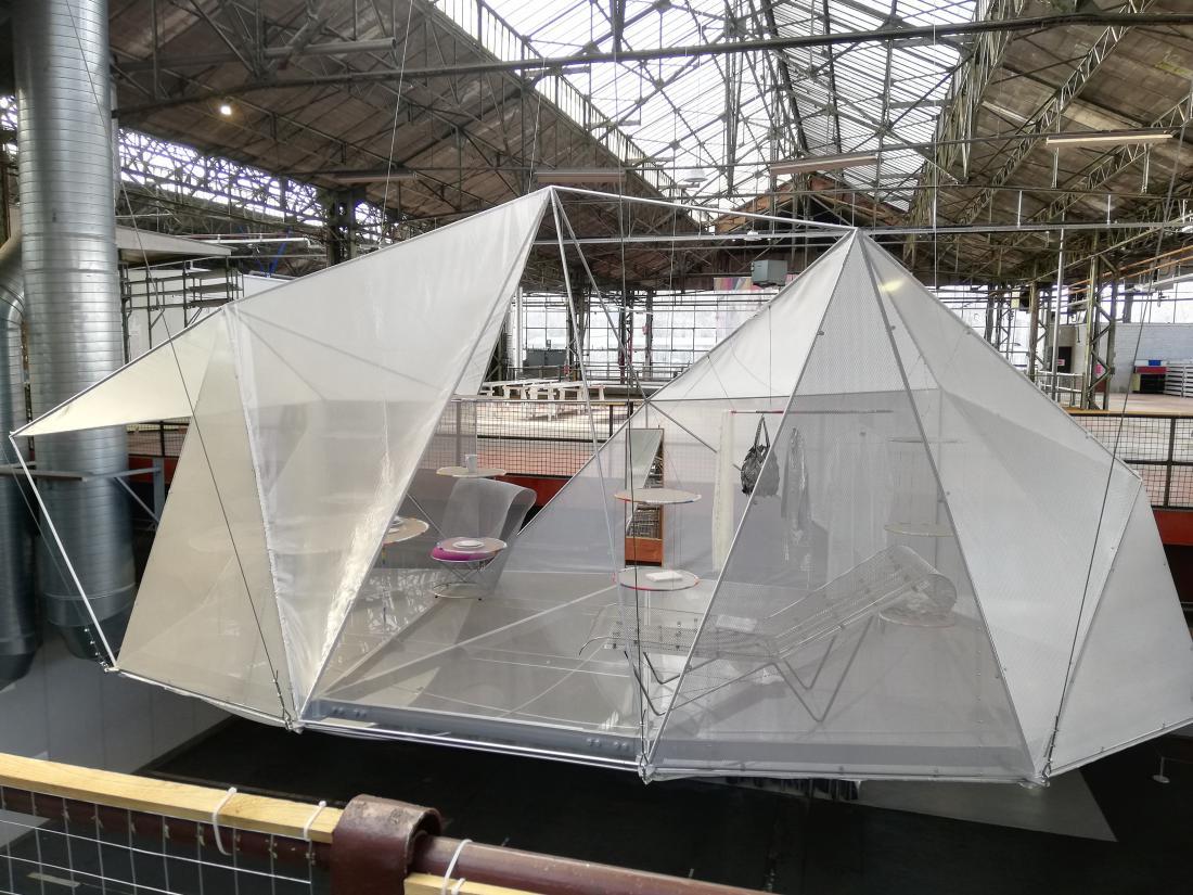 Toyo Ito je leta 1985 zasnoval projekt Pao, bivališče za nomadsko žensko v Tokiu.