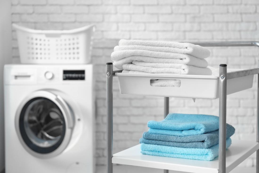 Bele brisače perite ločene od drugih, svetlejše odtenke pa ločene od temnejših. FOTO: Africa Studio/Shutterstock
