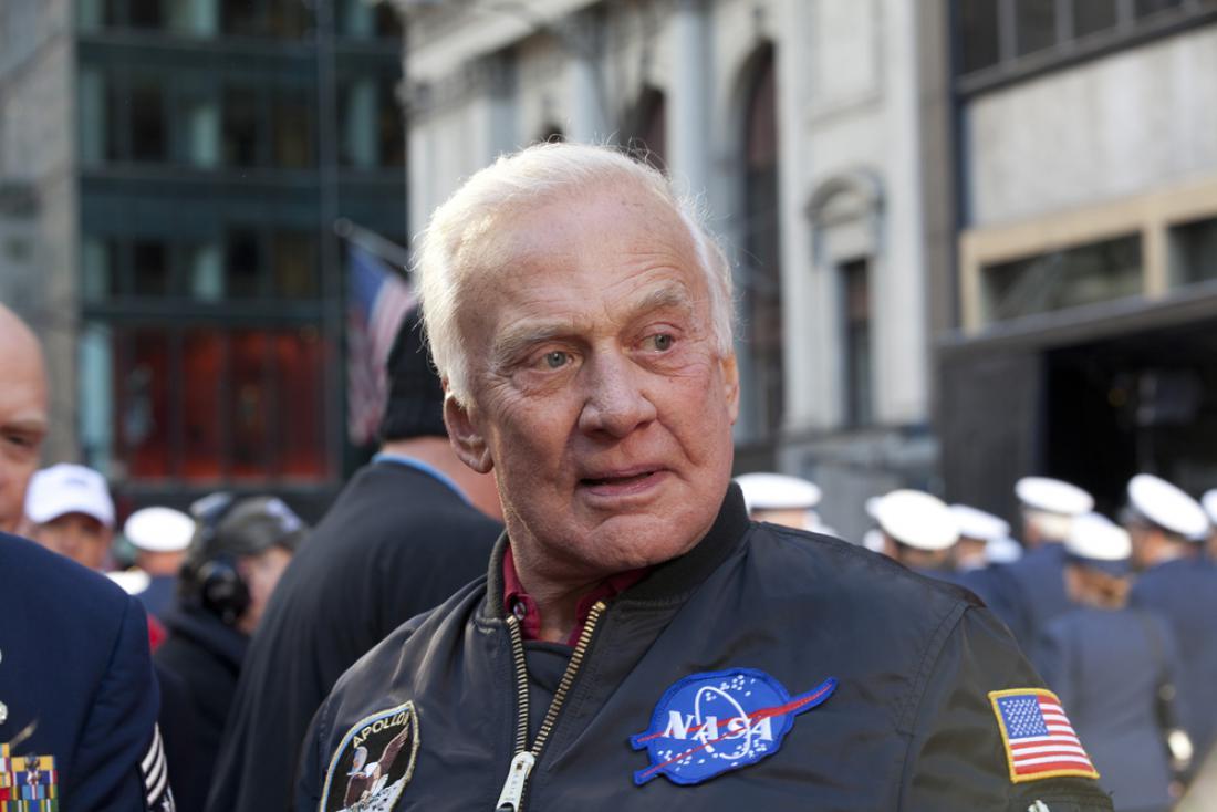 Astronavt Buzz Aldrin leta 2010 na veteranski paradi v New Yorku. FOTO: MISHELLA/Shutterstock