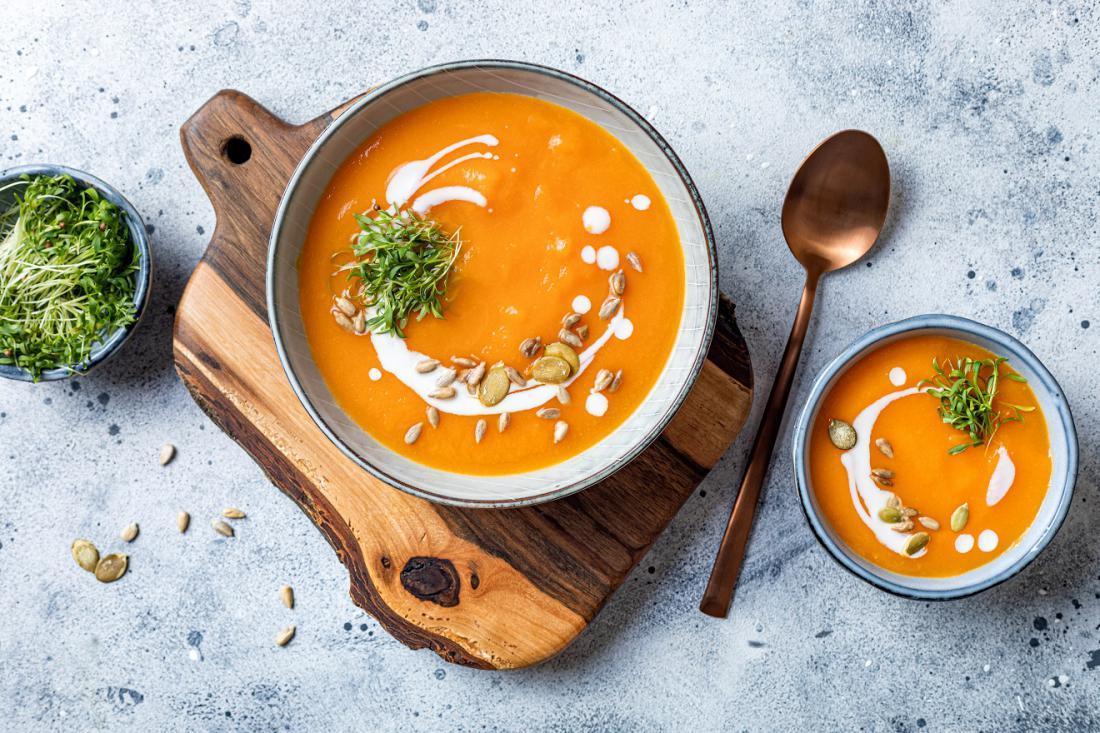 Bučna juha z rastlinicami koriandra. FOTO: zarzamora/Shutterstock