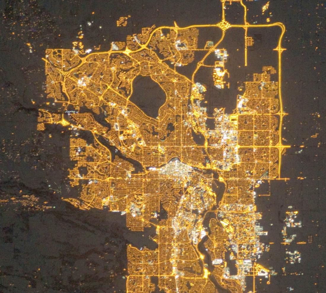 Calgary v Kanadi ponoči. Foto: NASA's Earth Observatory/Kyba