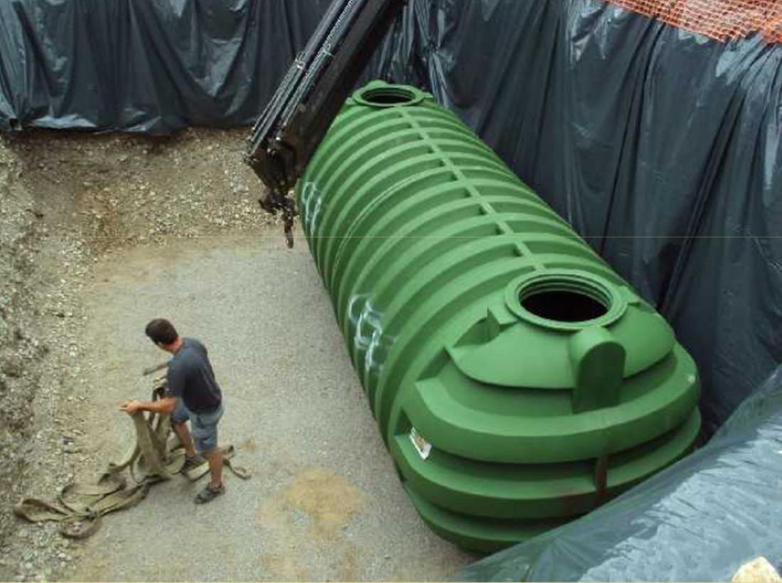V enoti Lastovica vrtca Hansa Christiana Andersena imajo dva zbiralnika deževnice iz umetne mase. Vodo uporabljajo v sanitarne namene, otroci pa lahko spremljajo, koliko pitne vode so že prihranili.