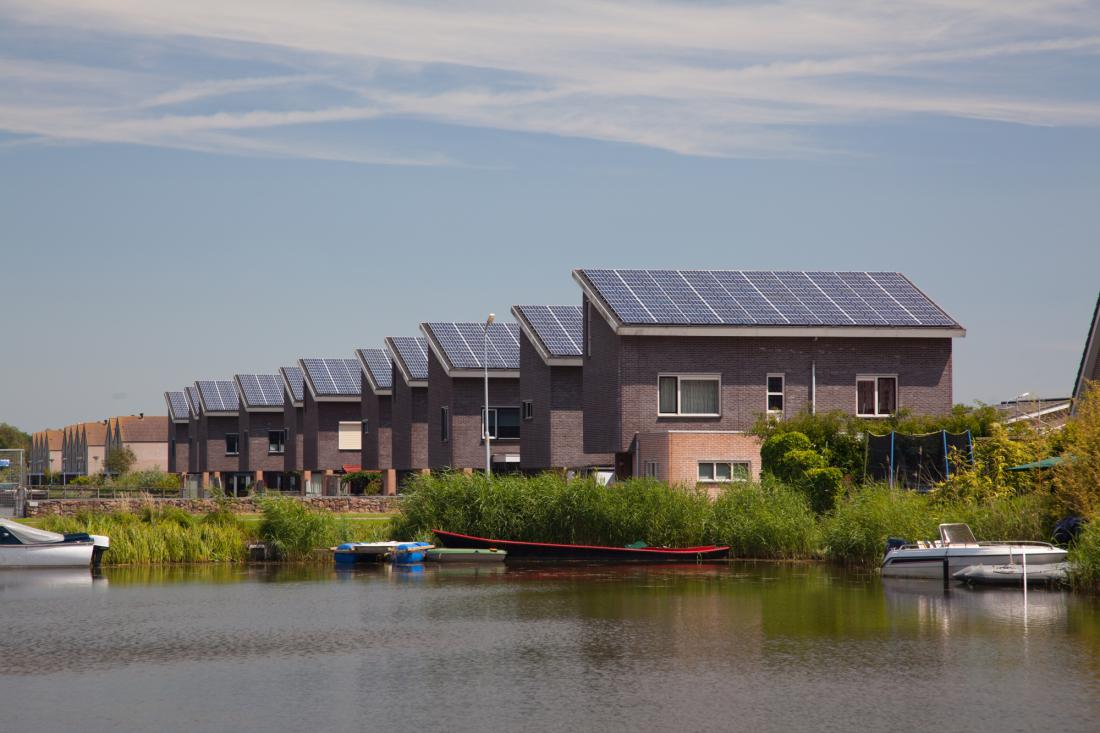 V Sloveniji le 15,93 odstotka od skupne količine proizvedene električne energije pridobimo iz obnovljivih virov (OVE), od tega iz sončne energije samo 1,56 odstotka.