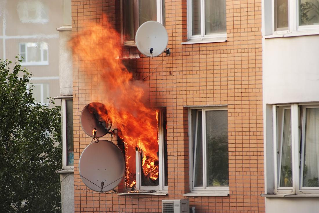 Ob dogodkih, kot je požar, obvestimo zavarovalnico ali asistenčni center o škodi, ko gasilci in morda tudi reševalci opravijo svoje delo in se stvari normalizirajo.