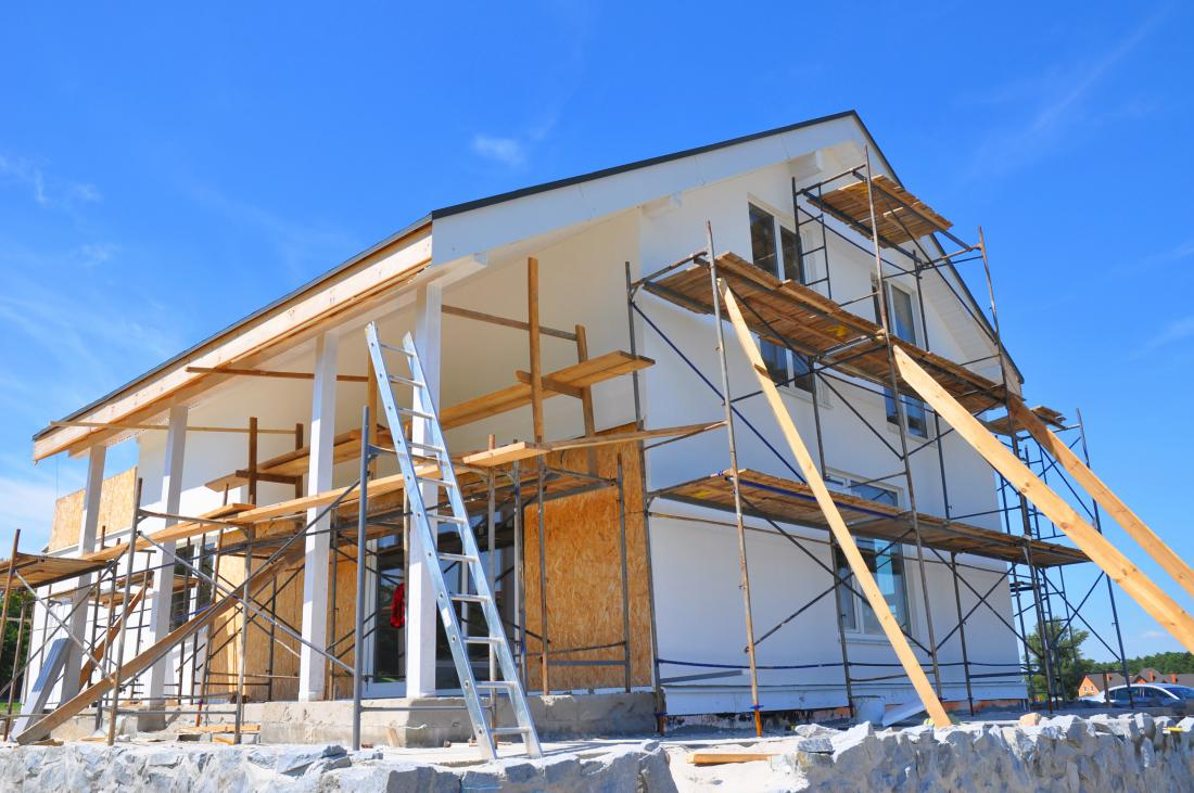 Najdaljša odplačilna doba kredita je 10 let, za obsežnejšo obnovo stanovanjskih stavb ali gradnjo novih skoraj ničenergijskih stanovanjskih stavb pa 20 let. FOTO: Radovan1/Shutterstock