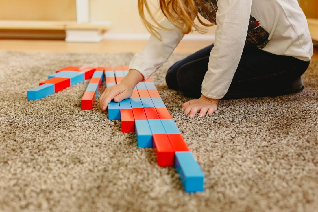 Preproga je odlična izbira za hladna tla. Otroci naj se igrajo na tleh. Foto: Shutterstock