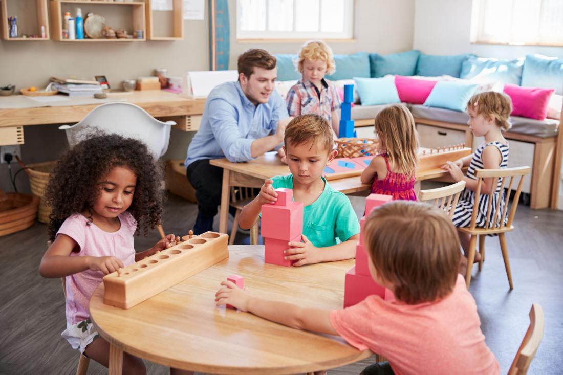 Pohištvo v otroški sobi naj bo prilagojeno njihovi višini. Foto: Shutterstock
