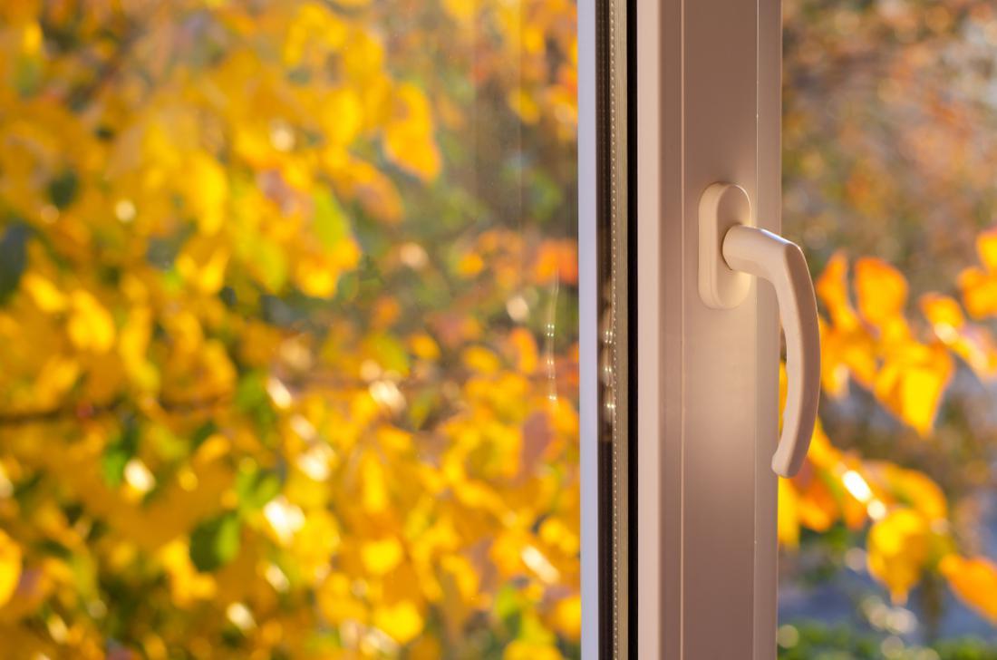 Okna (in vrata) moramo med prezračevanjem odpreti na stežaj za od 10 do 15 minut. FOTO: Tetiana Tychynska/Shutterstock