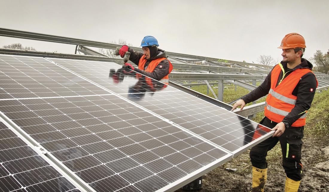 Postavljanje modulov. FOTO: Johannes Zinner/Wien Energie
