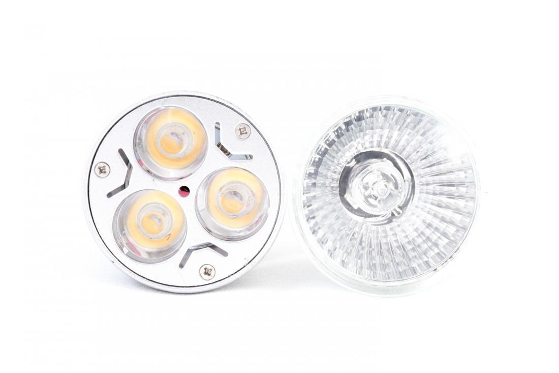 LED in halogenska sijalka. Foto: Shutterstock