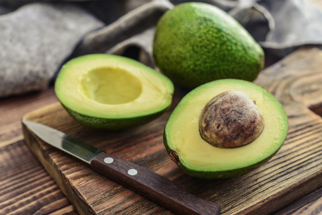 Avokado ščiti debela lupina, ki otežuje prehajanje ostankov pesticidov v notranjost. Foto: Shutterstock