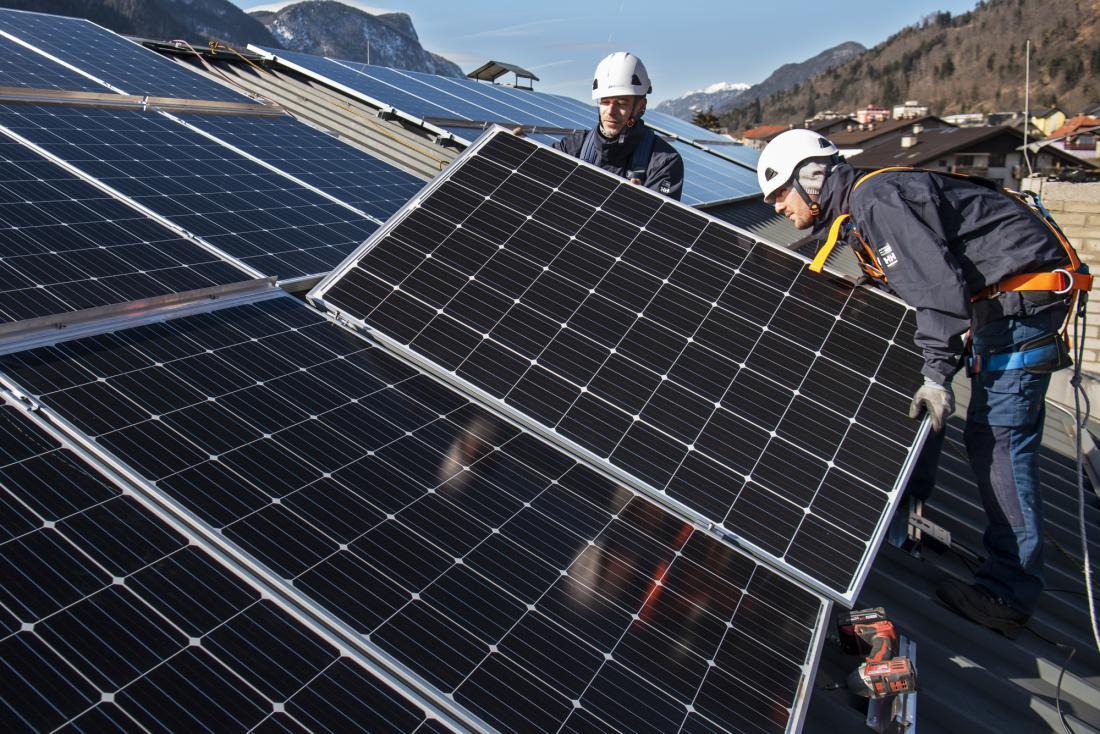 Na letni ravni bo sončna elektrarna na večstanovanjski stavbi znižala emisije ogljikovega dioksida za 17 ton, omogočila pa bo za dobrih 4.500 evrov letnih prihrankov pri rabi električne energije.