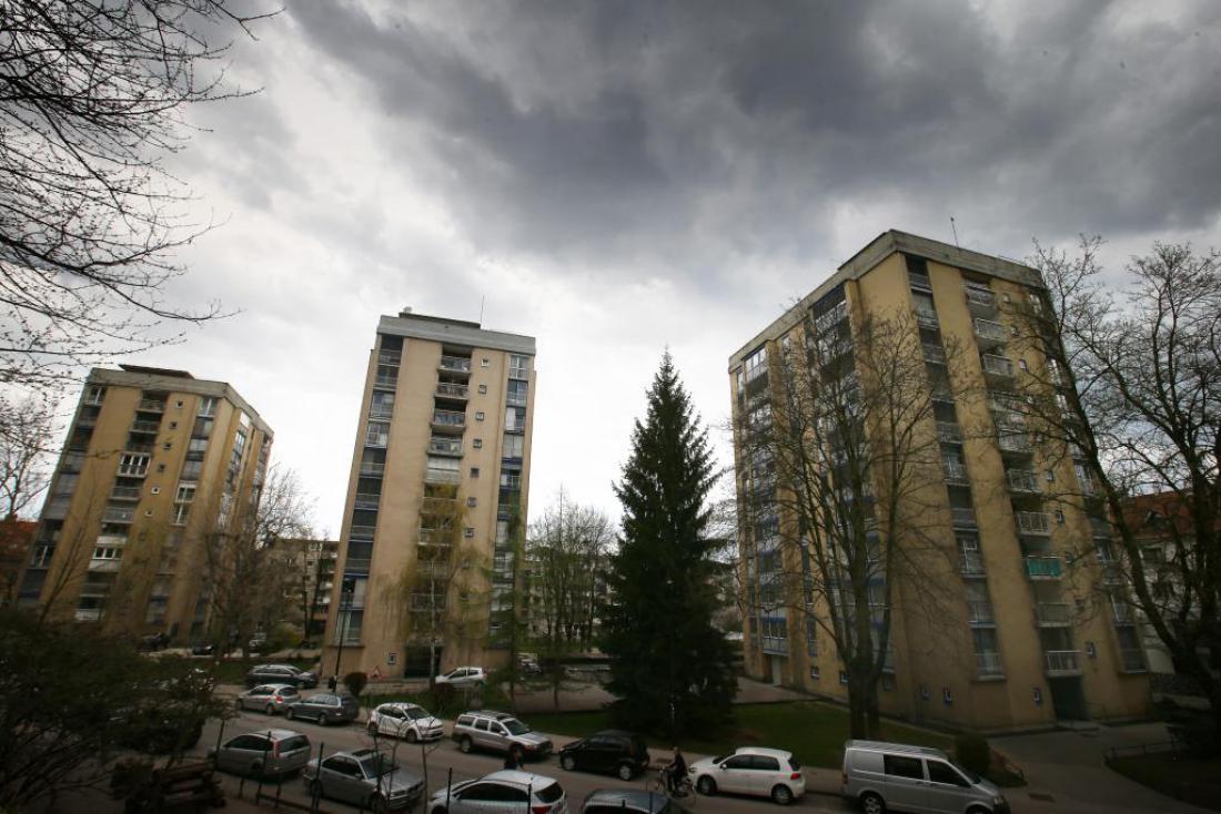 Potresno nevarne stolpnice na Streliški ulici v Ljubljani. FOTO: Jože Suhadolnik/Delo