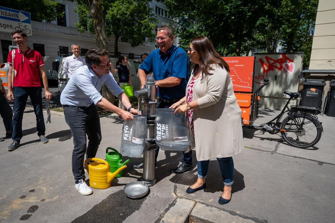 Mesto bo botre oskrbelo z devetlitrskimi zalivalnimi vrečami. Foto:Predstavništvo mesta Dunaj v Ljubljani