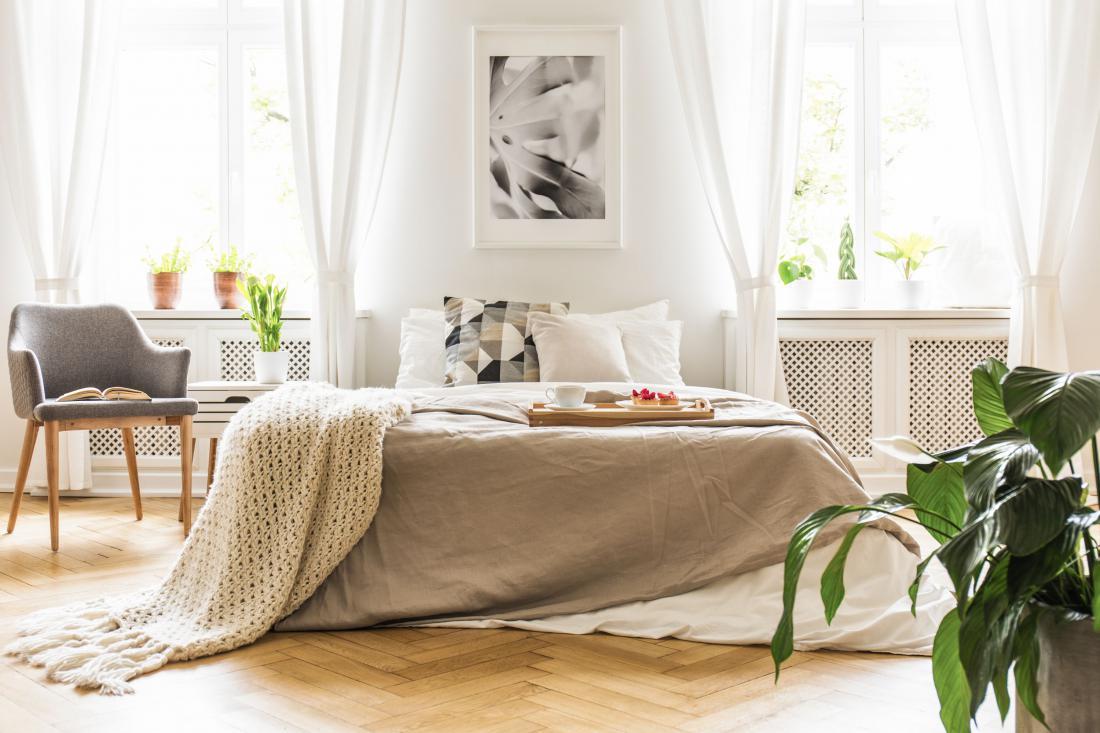 Prosojne zavese, ki prepuščajo naravno svetlobo. Foto: Shutterstock